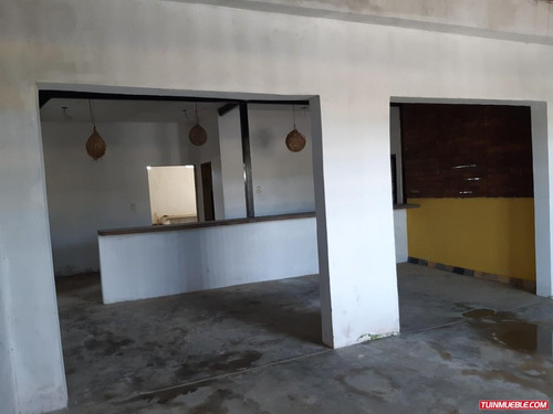 oportunidad de invertir, en tucacas, ideal para restaurante