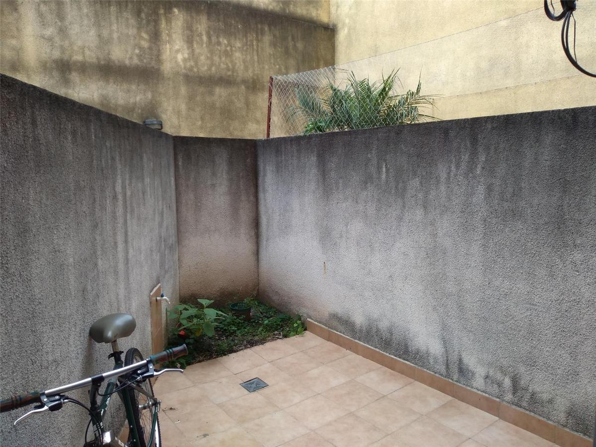 oportunidad, departamento mono-ambiente con patio.