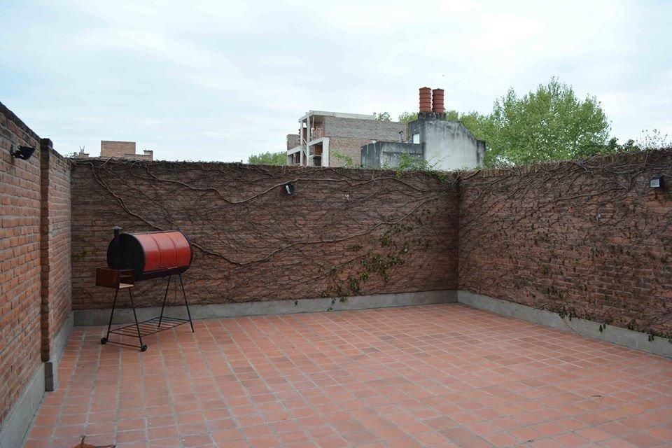 oportunidad depto 1 dormitorio en pichincha - amplisimo con 2 patios