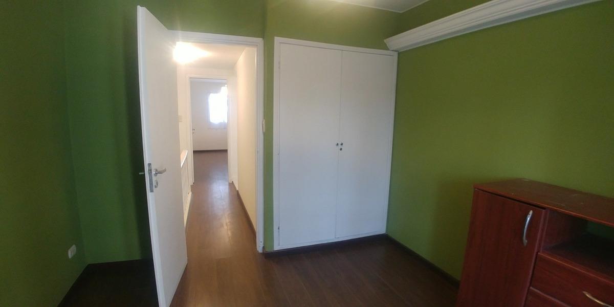 oportunidad!! duplex 3 ambientes con balcon saliente, entrada de auto y patio, reciclado a nuevo