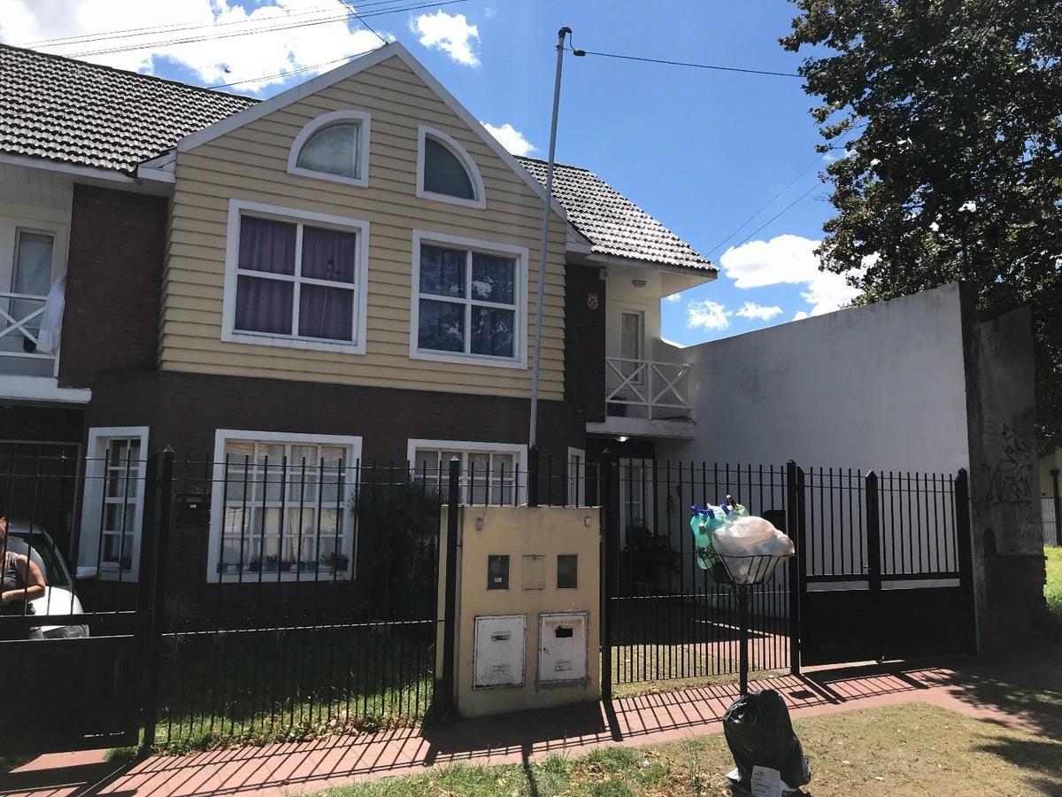 oportunidad, duplex 4 ambientes a reciclar, barrio san carlos