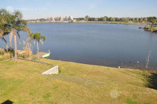 oportunidad !!! espectacular casa a laguna en santa clara villanueva tigre