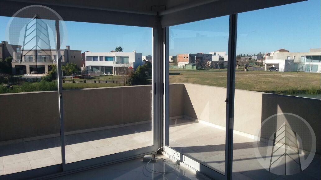 oportunidad!! excelente casa moderna sobre lote al agua