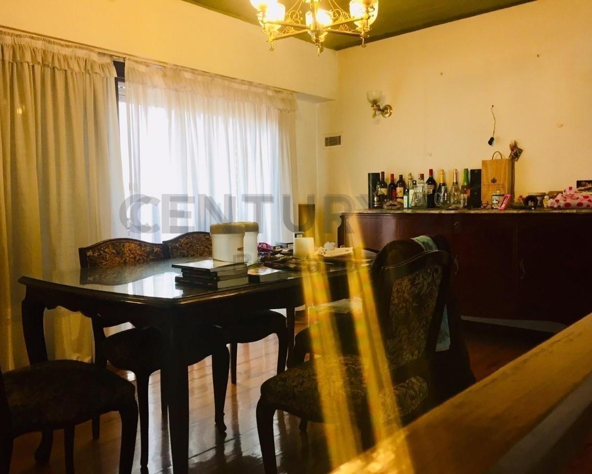 oportunidad! gran casa de 440 m2 sobre tandil con 2 locales sobre av. directorio