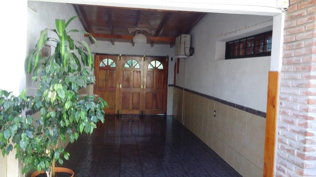 ¡oportunidad! hermosa casa sobre avenida