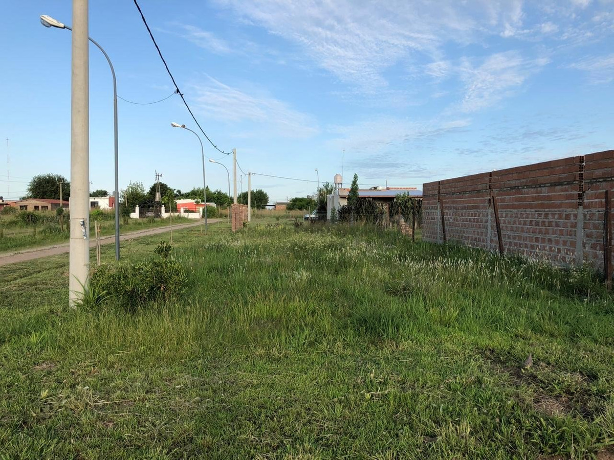 oportunidad terreno en los troncales del sur - alvear - entrega inmediata