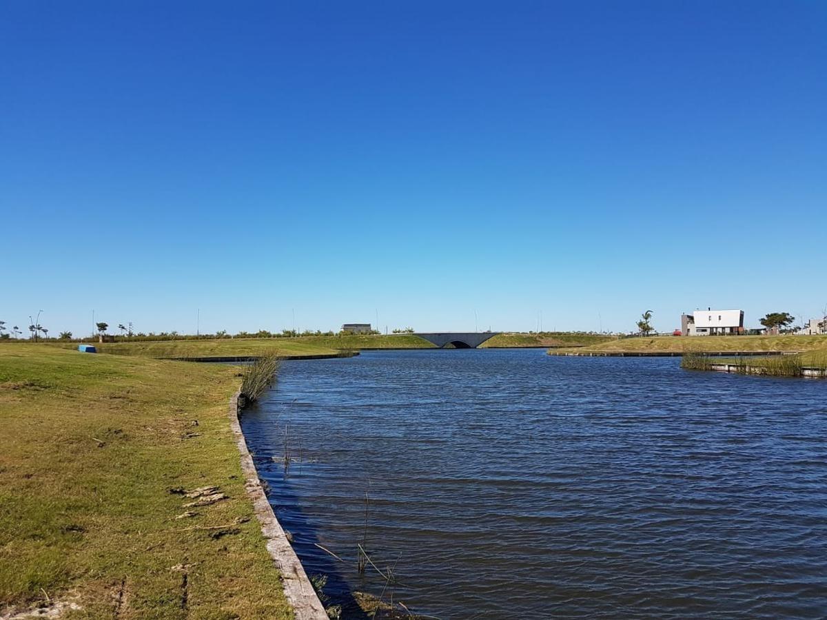 oportunidad única. lote al agua en puertos del lago - escobar