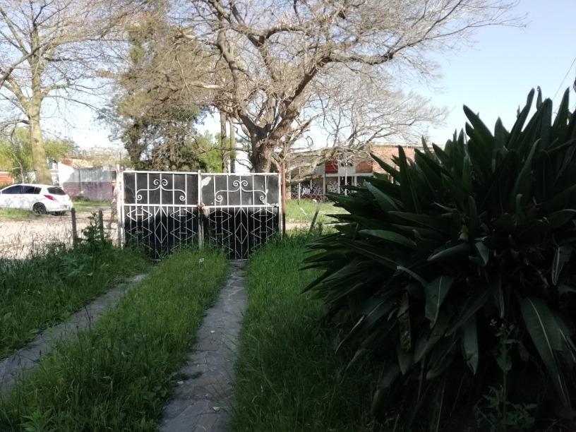 oportunidad!!!! vendo dos dormitorios c/ jardin y cochera.