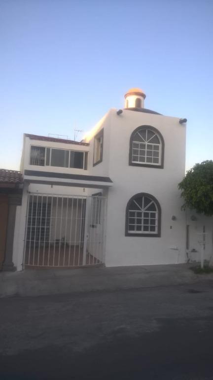 oportunidad venta  de amplia y hermosa casa cerca de plaza candiles