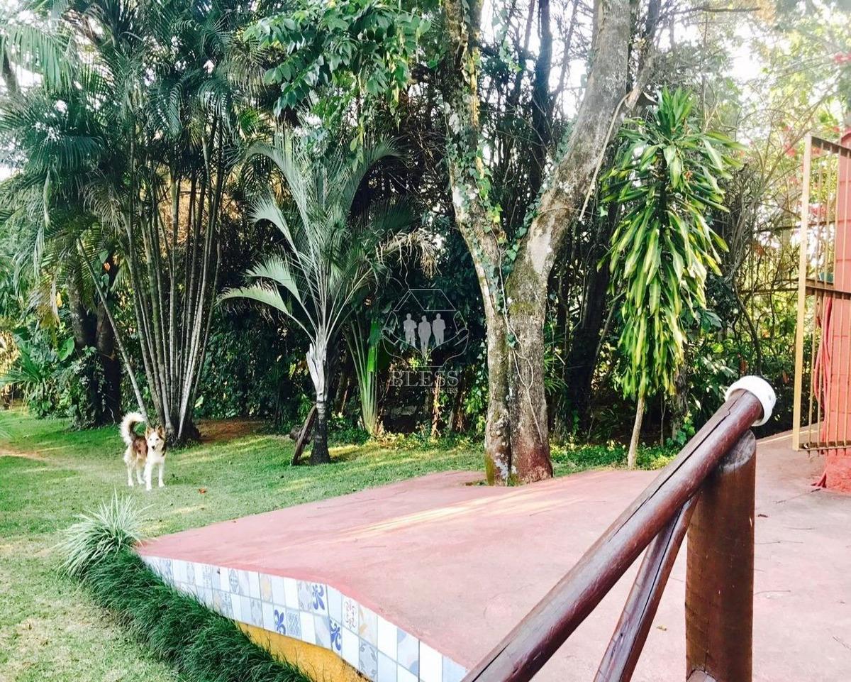 oportunidade de morar na natureza e perto da cidade.  linda chácara toda formada,todos os vizinhos são moradores  400m da rod. dom gabriel p. b. couto - ch00151 - 34517356
