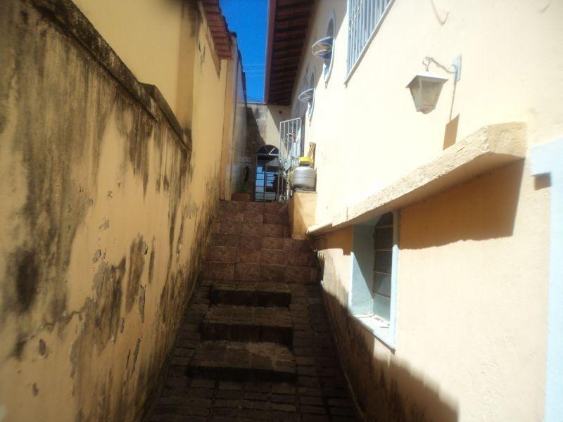 oportunidade no bairro sagrada família, excelente casa com 04 quartos, sendo 01 suíte, muito bem localizada. - 854