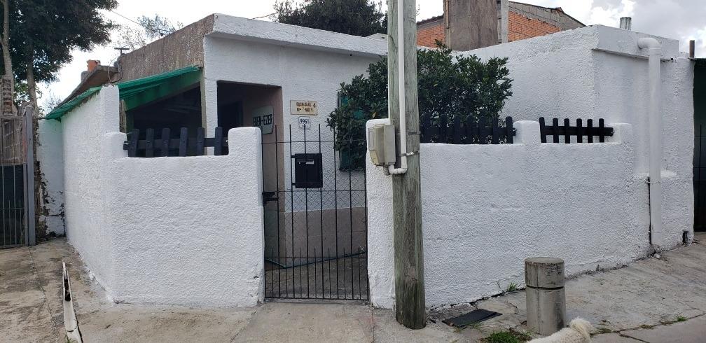 oportunidad!próximo a zonamerica casa con barbacoa y 2 baños