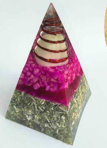 orgónita en pirámide grande  / equilibra energía 7 x 10 cms