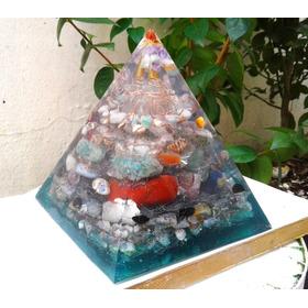 Orgonite De Cristais 1,5kg Super Piramide Verde Purificador