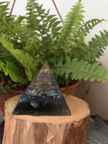 orgonite multi colorida pirâmide m