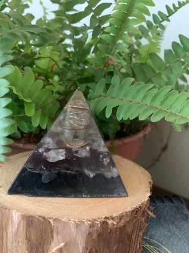 orgonite roxa pirâmide m