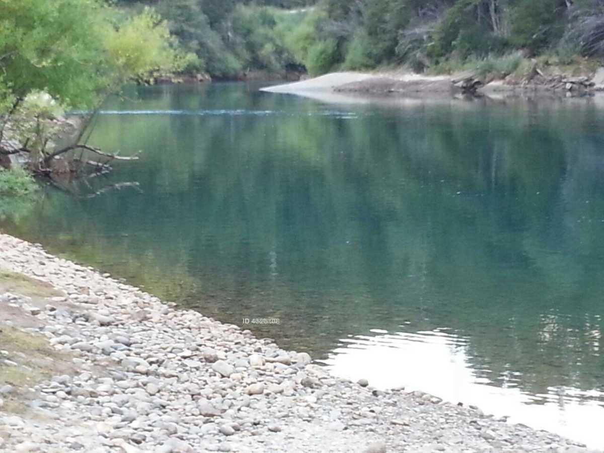orilla río futaleufú antes de salir al lago yelcho