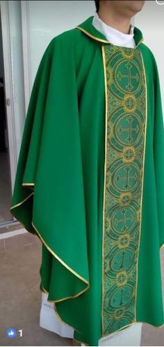ornamentos litúrgicos: casullas con galón italiano, estolas