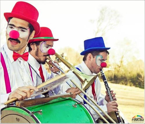 orquesta de payasos-zancos-animaciones-aceptamos tarjetas