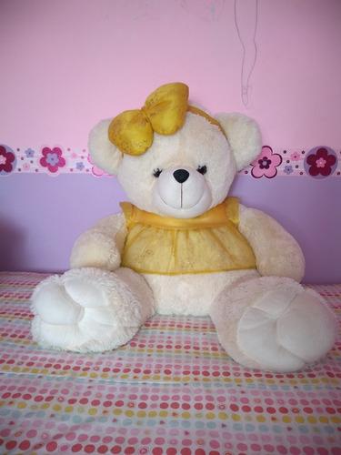 osita de peluche color blanco con vestido amarillo