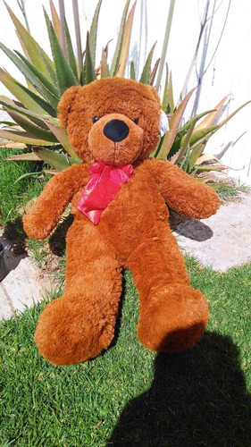 oso de peluche grande color café oscuro  85 cms largo