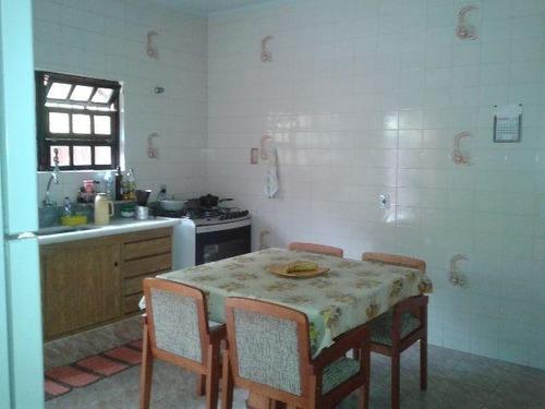 ótima casa com 02 dormitórios á 100 metros da praia!!!