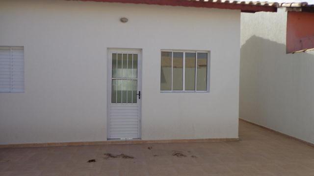 ótima casa com portão de madeira - ref 2497