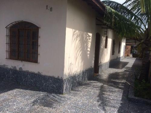 ótima casa lado praia, 2 quartos, perto de comércios e praia