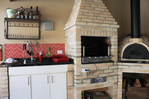 ótima casa possui 3 ambientes com salas com living. ref 8042