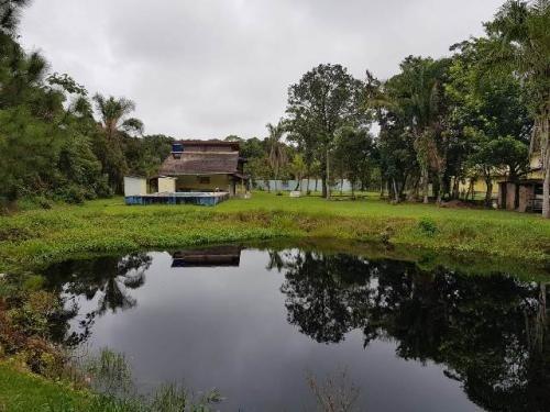ótima chácara com 2 dormitórios e piscina, itanhaém-sp!!!