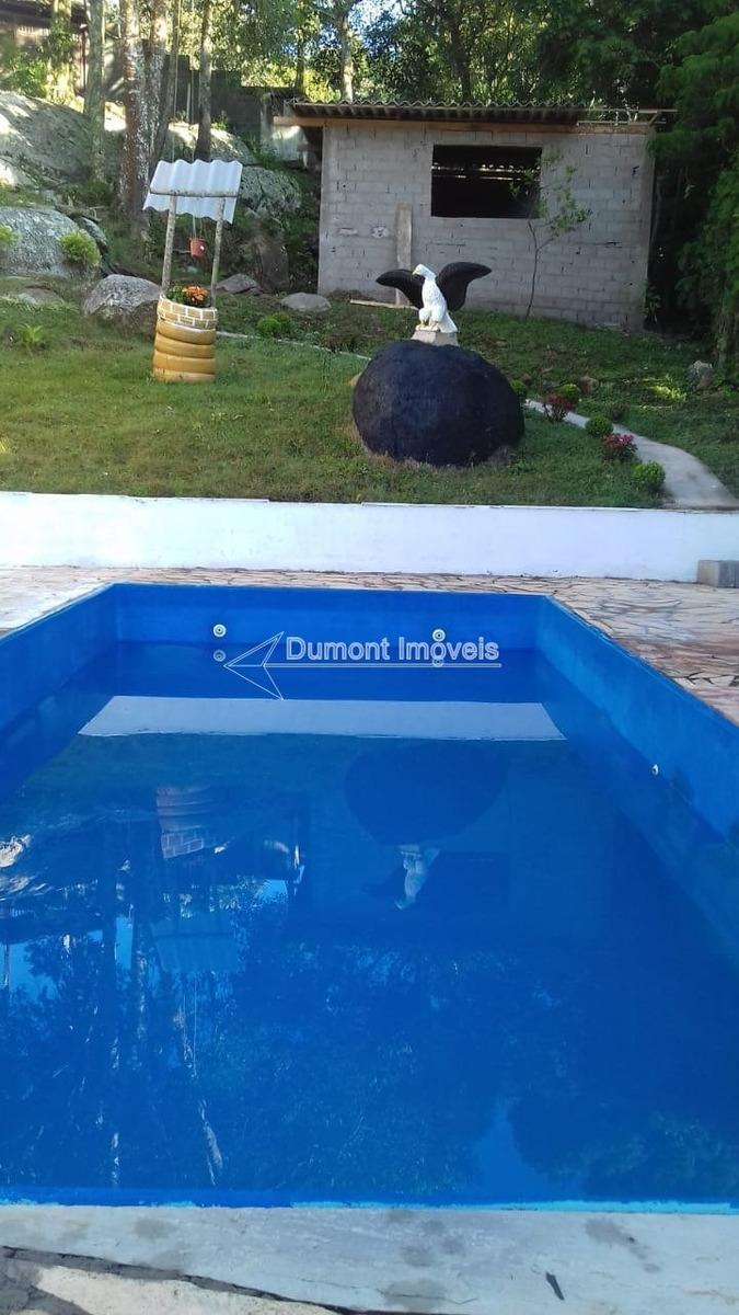 ótima chácara com pomar,piscina e fácil acesso.
