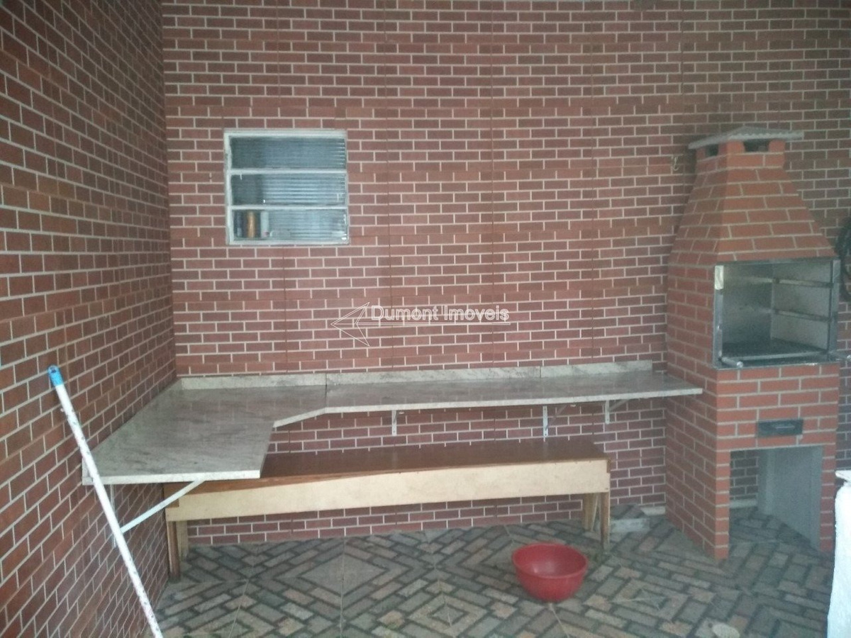 ótima chácara com pomar,piscina e porteira fechada.