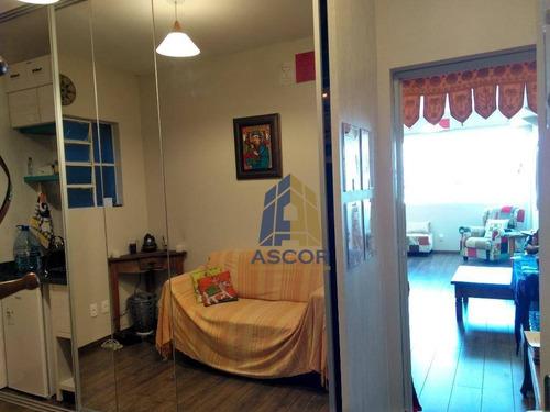 ótima sala no centro, completamente reformada, semi-mobiliada com bom gosto, em andar alto com excepcional vista para a baía sul - sa0223 - sa0223