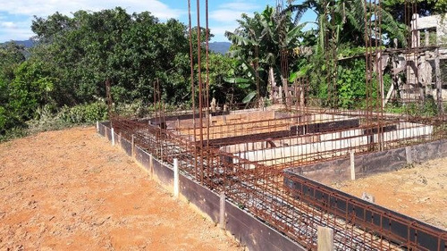 ótima terreno com construção iniciada, em peruibe - ref 4657