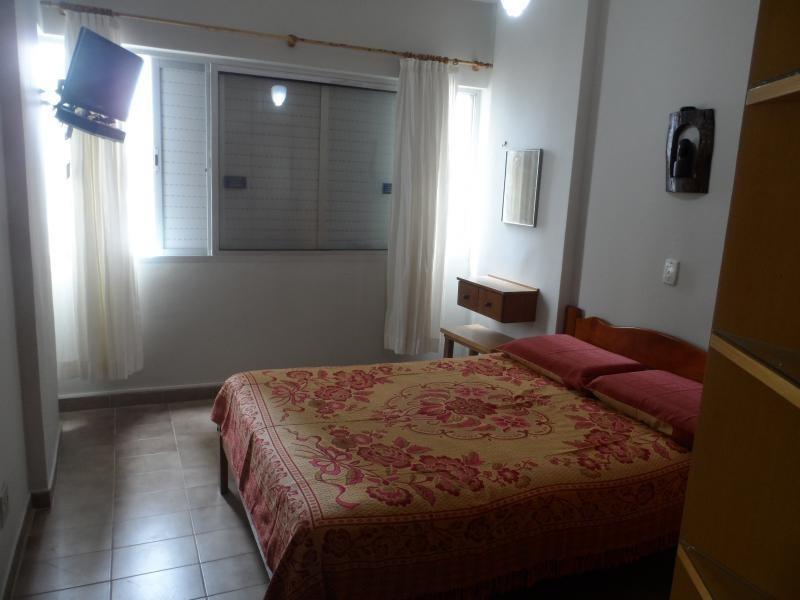ótimo apartamento 3 dormitórios, sendo 1 suíte - 50 metros da praia - astúrias - guarujá - ap0963