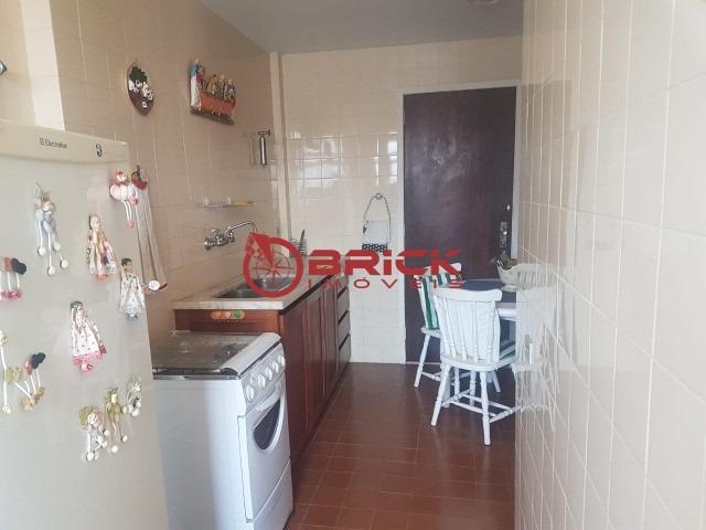 ótimo apartamento com 2 quartos + dependência de empregada na avenida principal do alto. - ap00473 - 32377533