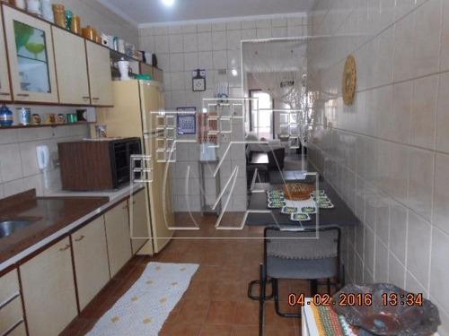 ótimo apartamento espaçoso , a 1 quadra do mar , com sacada e lazer , mobiliado , com elevador , e aceita financiamento bancário