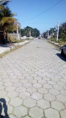 ótimo terreno barato lado praia, 260m² doc ok, rua calçada!