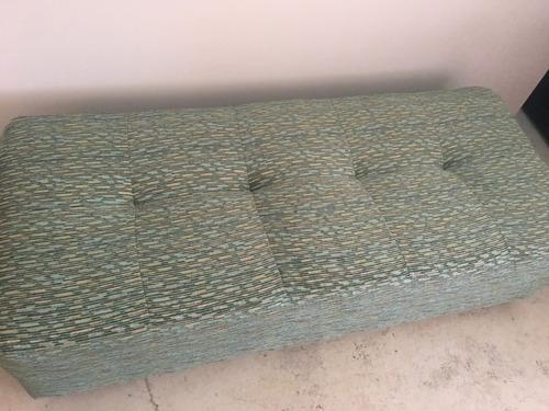 ottoman en tela color verde claro tipo banca rectangular
