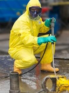 overol antifluidos limpieza residuos biológicos químicos