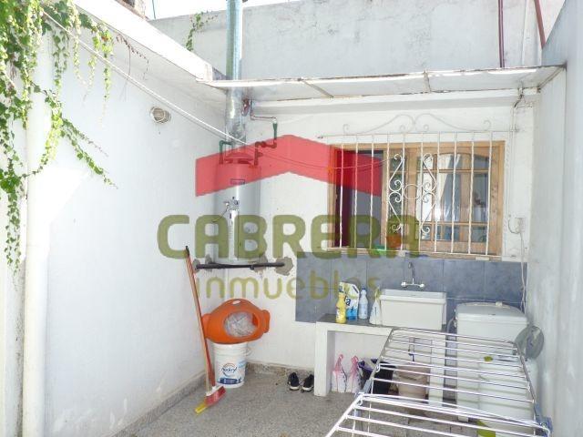 p. h. 2 ambientes en p. b. con patio. reciclado a nuevo.