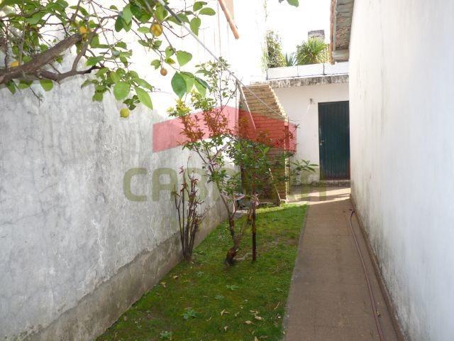 p. h. 3 ambientes con cochera, jardín y patio.