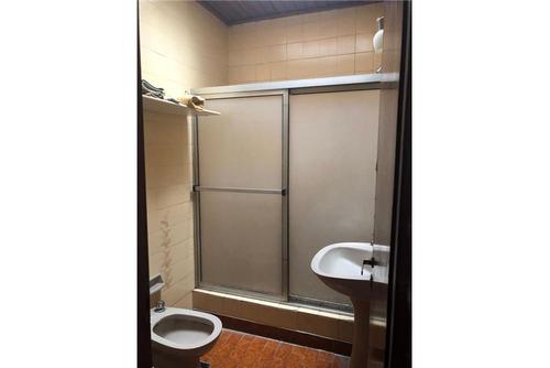 p h de dos dormitorios en venta en la plata