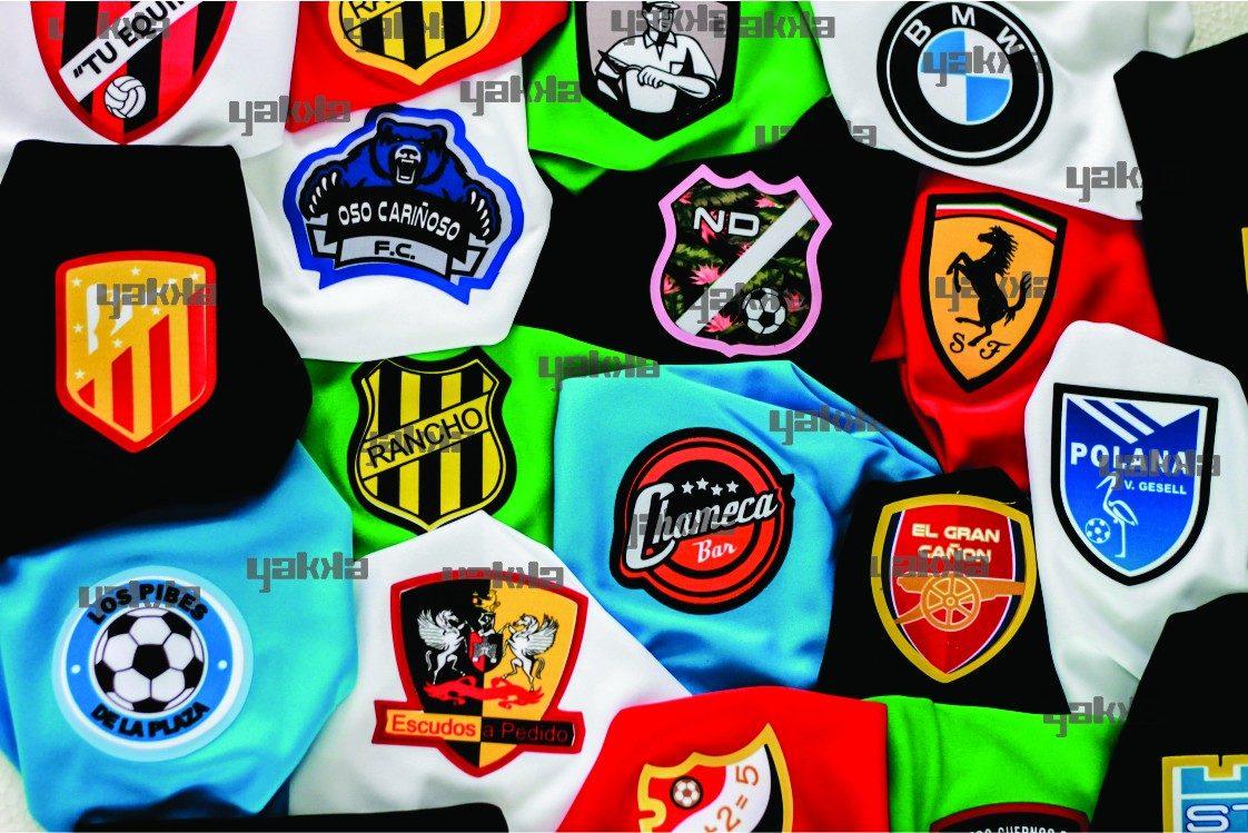 5c8e4672b440f pack 11 camisetas futbol escudo personalizado y numero yakka. Cargando zoom.