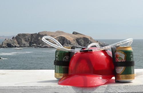 pack fiesta casco porta latas+embudo con manguera para chela