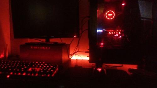 pack gamer, pc, monitor, teclado, mouse y escritorio