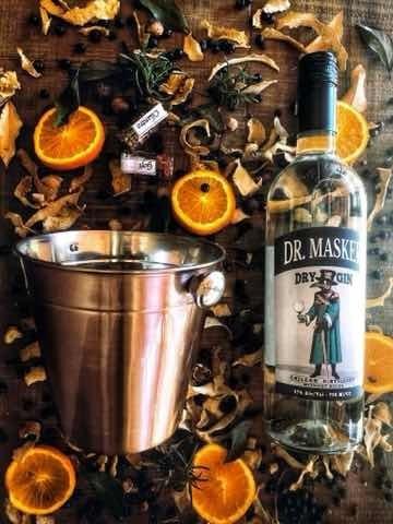 pack gin dr. masker mas coctelera y botánico enebro