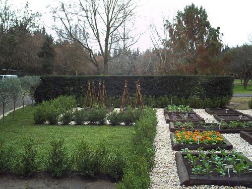 paisajismo diseño cercos riego nivelación césped parques.