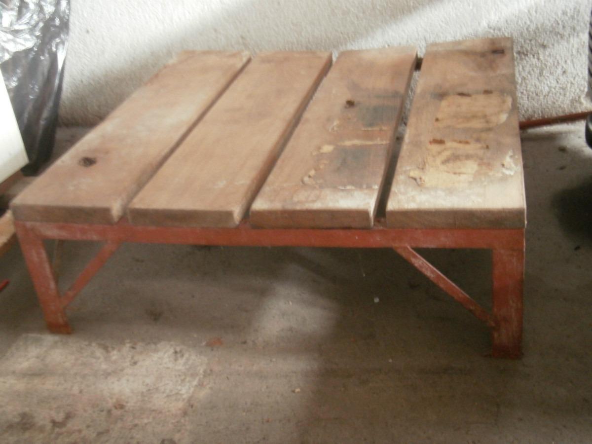 palet de madera y hierro o mesa ratona