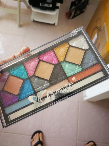 paleta de maquillaje sombras marca amuse
